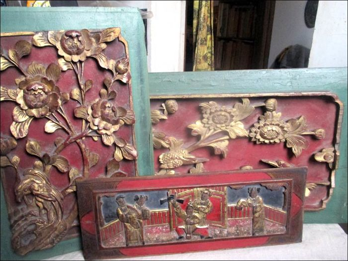 THREE CHINESE PANELS in camphor wood CHINA - early 20th century