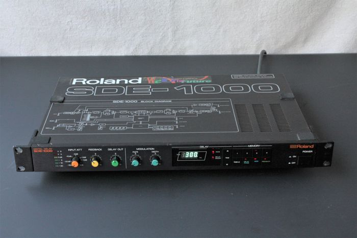 Roland SDE 1000 digital effect with manual