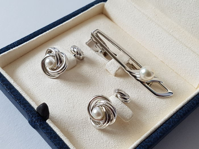 Tie pin and cufflinks made of silver with Japanese Akoya pearls