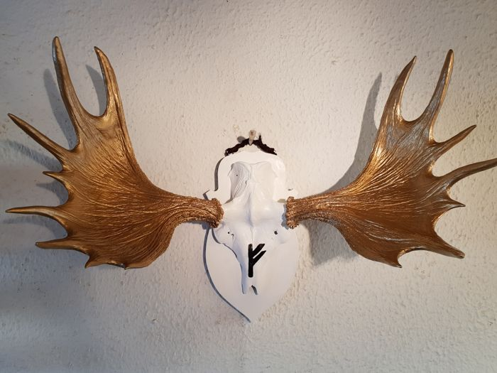 Northern Elk Trophy, in white/gold with Viking Rune inscription - Alces alces - 80 x 50 x 100cm