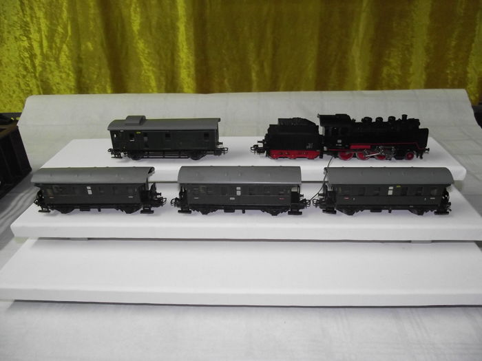 Märklin H0 - 3003/4002/392.1/329.4  - Train unit - with steam locomotive BR24 & 4x passenger cars (375) - DB