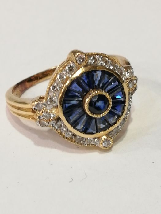Gold ring (18 kt) with natural diamonds and sapphires, 4.24 g