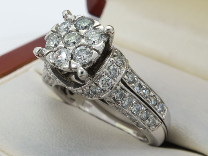 1.56 Ct - diamond  / brilliant entourage ring in 14kt gold - No Reserve price