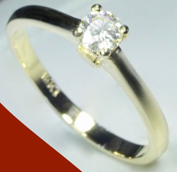18 kt Yellow gold, diamond (0.30 ct) Women's solitaire ring - no RESERVE -