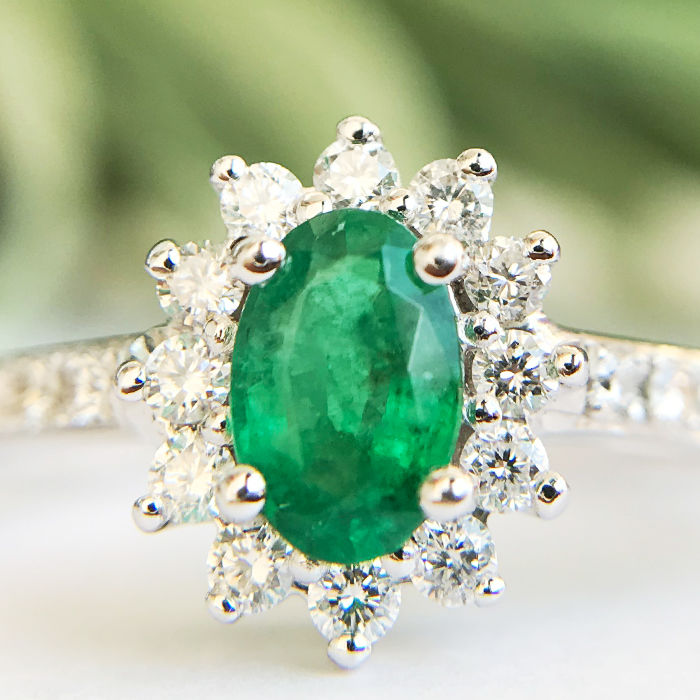 1.16ct Emerald and Diamond Ring made of 14 kt white gold - No reserve price