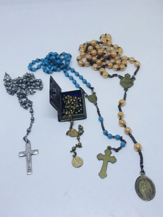 Lot of four Italian rosaries.