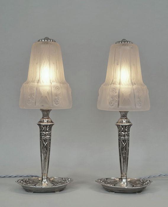 Muller - pair of French 1930 Art Deco Lamps - nickeled bronze and moulded pressed glass