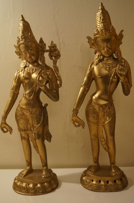 A pair of large brass and copper Apsara (41,5 cm) - Nepal - late XX century