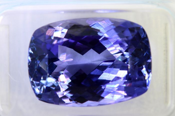 Tanzanite - 10.71 ct - Intense Bluish Violet