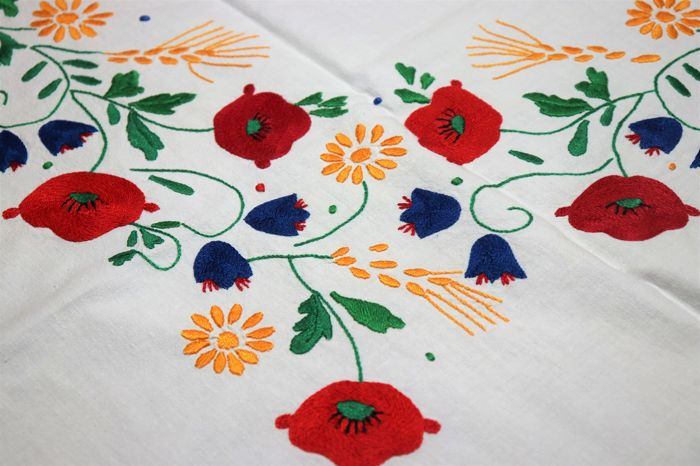 Fully handmade tablecloth with a beautiful embroidery of poppies