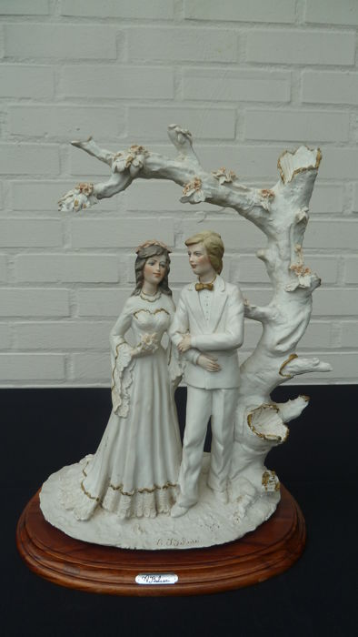 A. Belcari, signed sculpture with a couple in love
