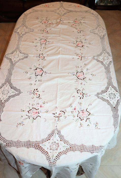 Banquet tablecloth (2.50 cm x 1.65 cm) with 12 napkins private collection from Portugal