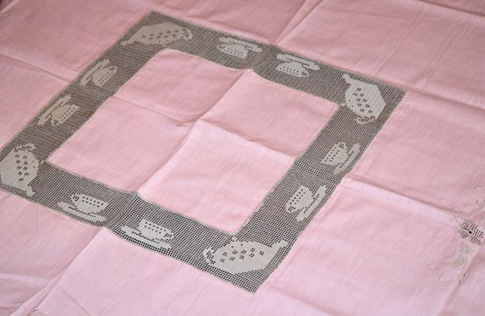 Fully handmade pink core tablecloth - Cotton