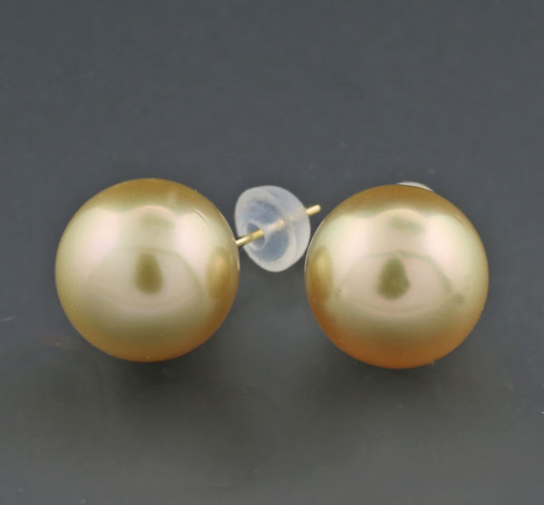 A pair of noble golden South Sea cultured pearl stud earrings, 11.5 mm, 750 yellow gold ---no reserve---