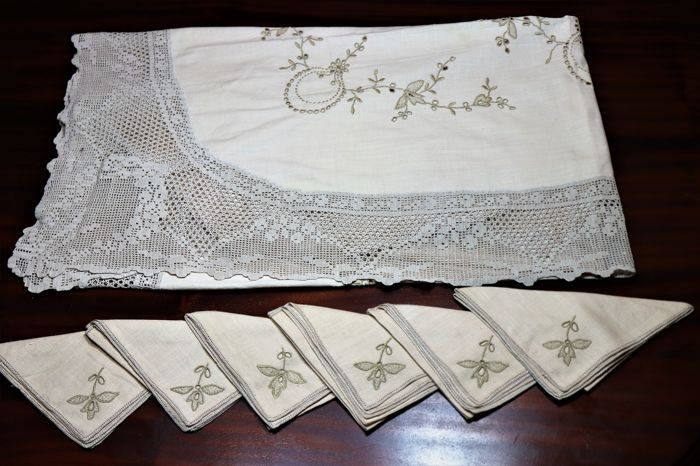 Handmade tablecloth with beautiful embroidery and crochet - Cotton