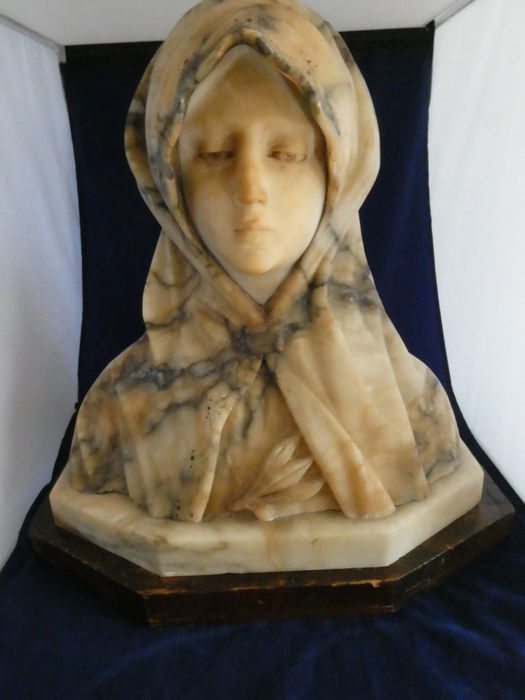 Marble bust of a veiled woman - Italy - end of 19th century