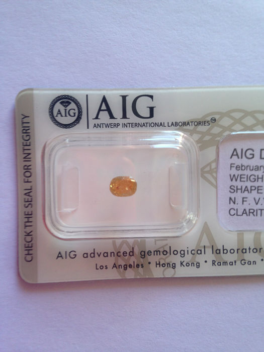 Natural vivid yellow diamond 0.50carat - oval-   - i2