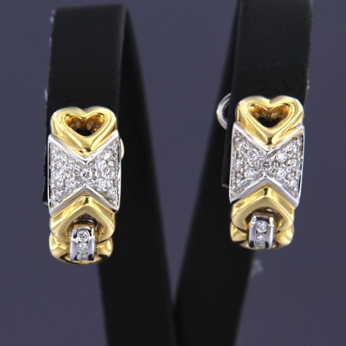 - no reserve price - 18 t bicolour gold clip-on earrings set with 28 brilliant cut diamonds of approx. 0.30 ct in total - size: 1.9 cm long by 8.0 mm wide