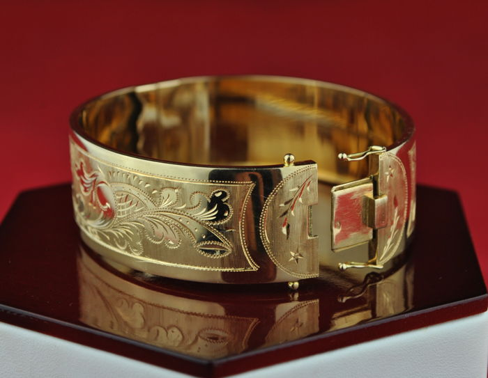 Authentic Antique Early 19th Century French Bracelet made of 18 karat Yellow Gold in Excellent Condition