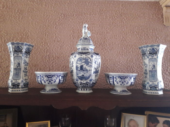 Boch - Made For Royal Sphinx - Holland - Delft Blue - Cabinet set - 2 bowls