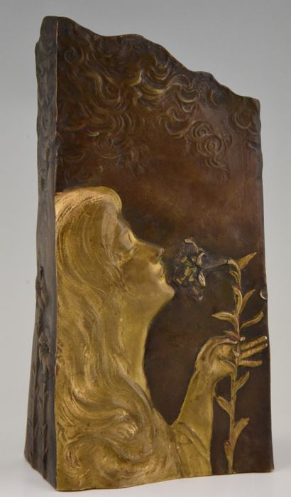 Leon Noël Delagrange - Louchet foundry stamp - Bronze Art Nouveau vase in the form of a woman with flowers