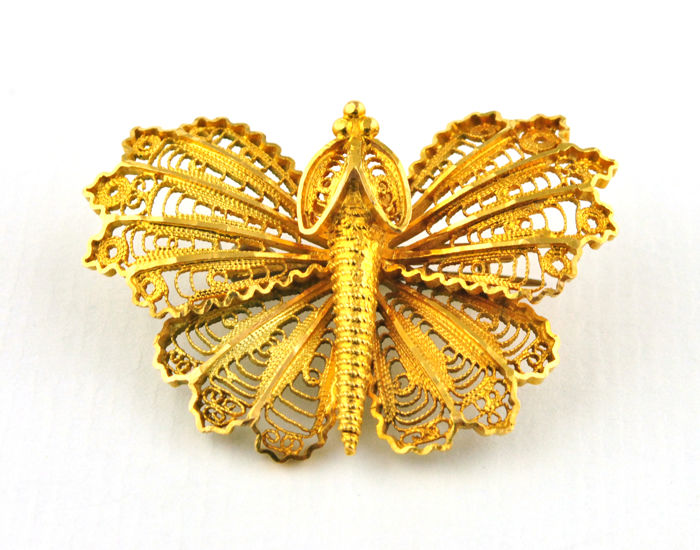 Exquisite Antique Filigree Butterfly Brooch finely made of 18k Yellow Gold