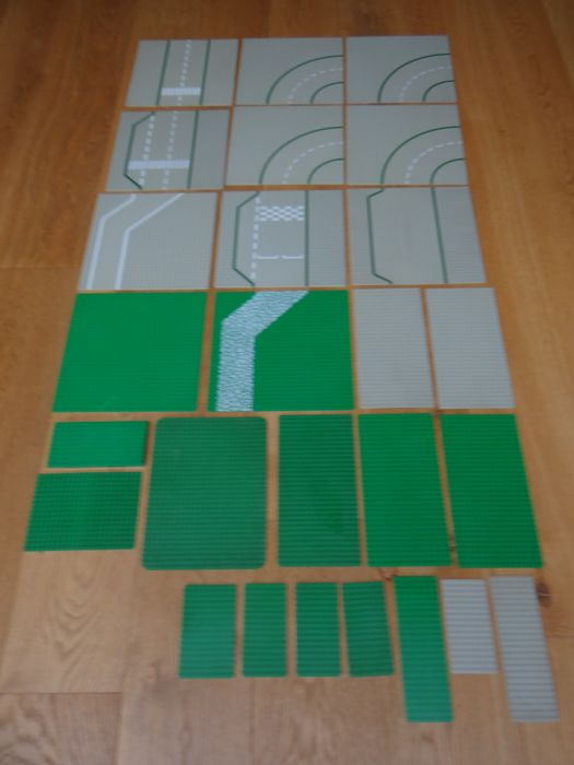 Assorted - road plates + base plates - 25 pieces