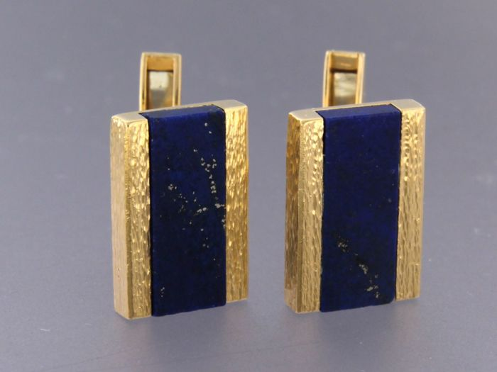18 kt yellow gold cufflinks set with lapis lazuli - top of cufflink 1.8 cm x 1.2 cm wide