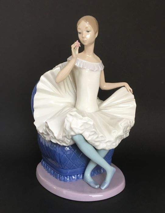 Nao by Lladro - 'Tribute to a ballerina' - Design by Vicente Martinez