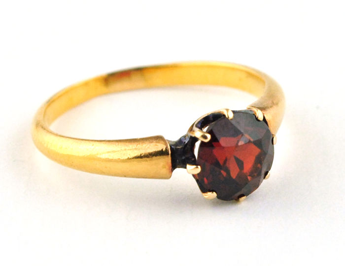 "Authentic Antique 19th Century ""Old cut"" Natural Garnet Stone Ring set on 18karat Yellow Gold"