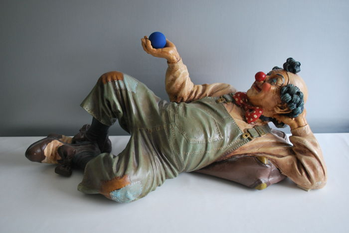 Beautiful original Jun Asilo lying clown from 1995 - rare