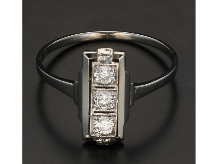 18 kt - White gold women's ring, set with 3 brilliant cut diamonds of approx. 0.24 ct - Ring size: 19.25 mm