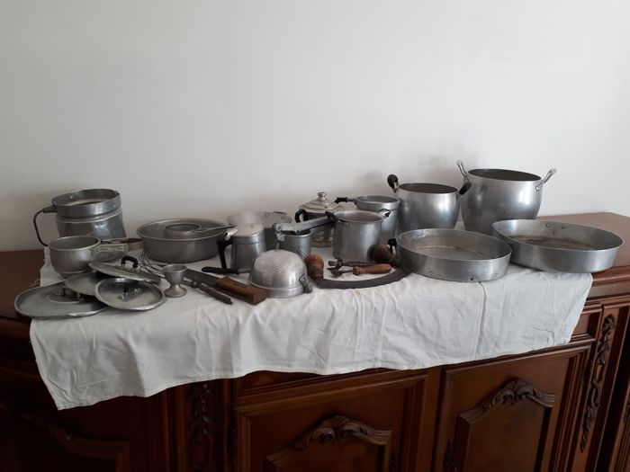 Pots and kitchenware - 1940s/50s