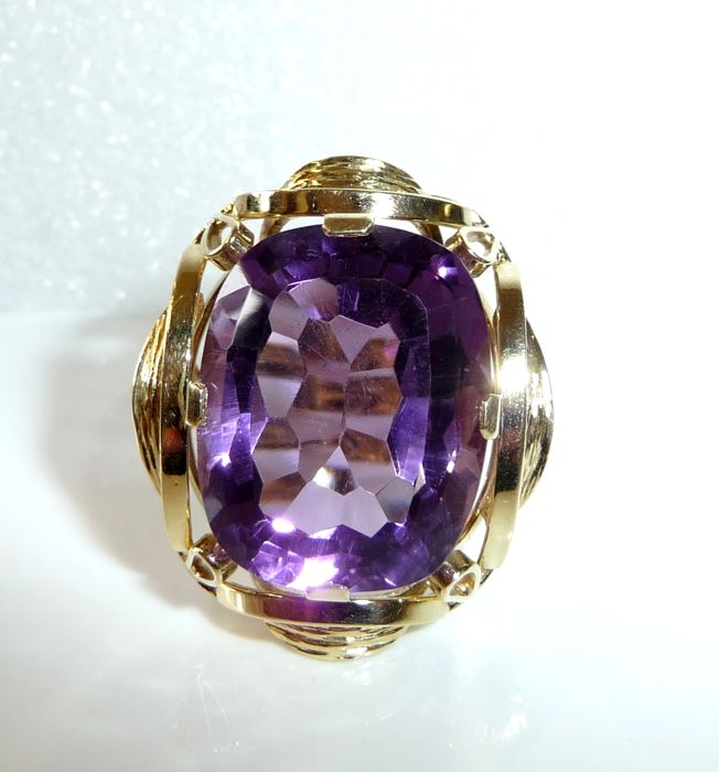 Ring made of 585/14 kt gold with amethyst approx. 19.5 ct in intense purple, ring size 55-56 - adjustable