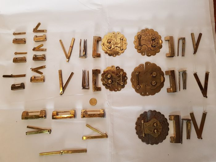 Lot of 14 Chinese padlocks and clasps in bronze - China - 20th century