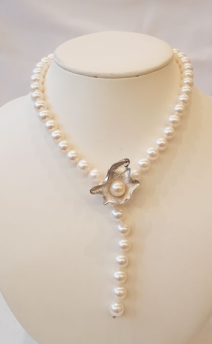 Lustrous 9x10mm Freshwater Pearl Necklace Featuring A Silver Pearl Oyster Clasp - No Reserve Price