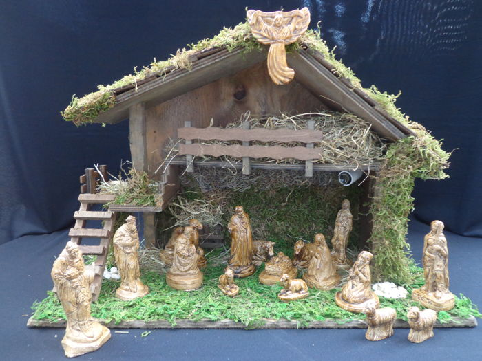 Nativity scene - 17-piece group of figurines made of patinated plaster