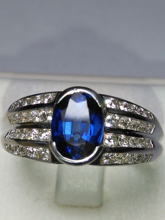 18 kt gold ring with 1.30 ct sapphire and natural diamonds that total 1.01 ct. (Made in Italy) No reserve price.