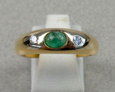 14 kt gold ring with 0.10 ct diamond and emerald. Ring size 18.5 mm