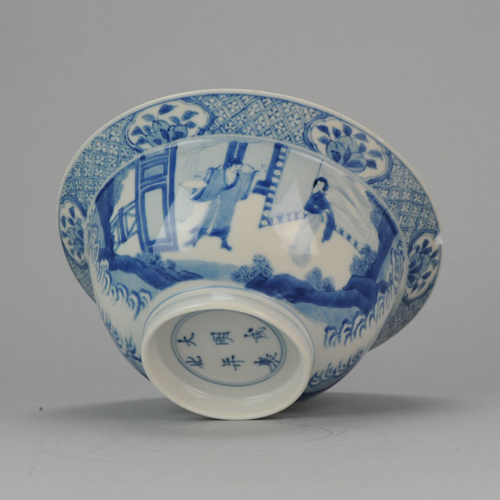 Large  Klapmuts Bowl with Figures and Children,  Chenghua Marked - China - 18C Kangxi Period