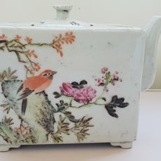 A  Famille Rose Porcelain teapot - China -  early 20th century