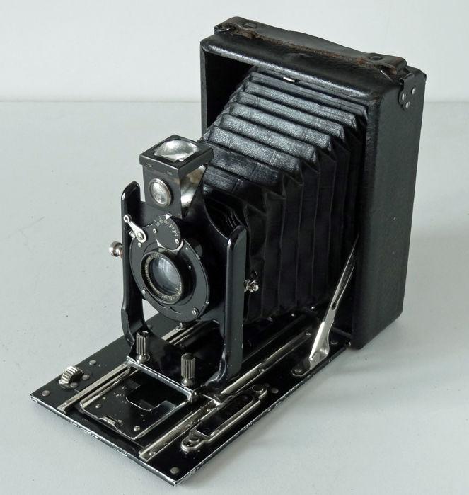 Wooden sheathed view camera 9x12 Lens Demaria-Lapierre