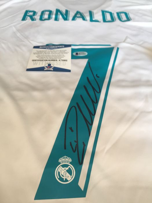 Spectacular and rare to get white shirt signed by the same Cristiano Ronaldo one of the 5 best soccer players in history with coa Beckett!!!