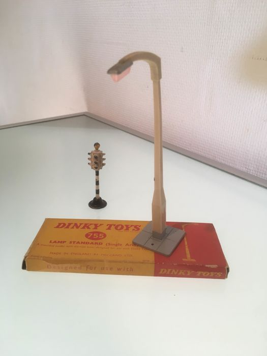 Dinky Toys - 755 Lamp Standard and 47c Traffic lights