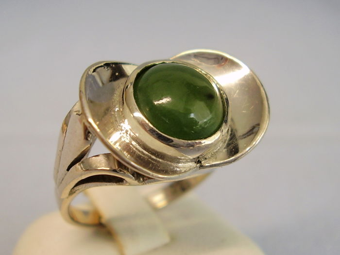 Signed Art Deco ring with natural jade/jadeite cabochon weighing 3.5 ct