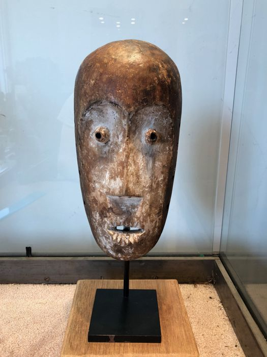 Important ancient ritual mask carved in wood - LEGA - Former Belgian Congo
