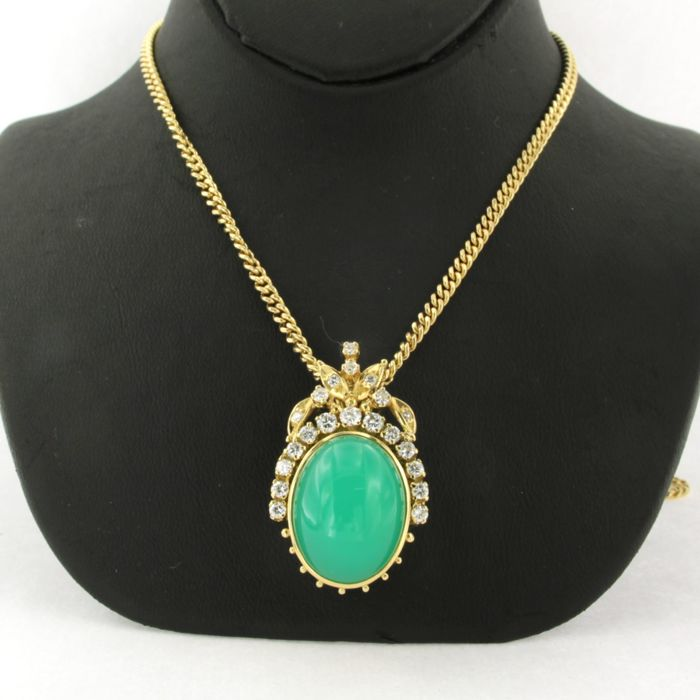18 kt yellow gold necklace with a 14 kt gold clasp and a gold pendant set with chrysoprase and brilliant cut diamonds - necklace length 60 cm