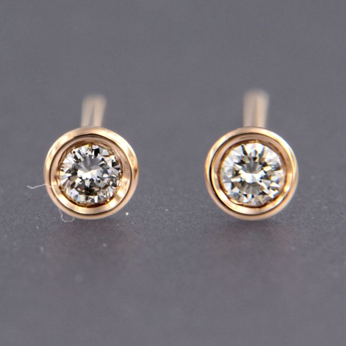 18 kt rose gold ear studs set with brilliant cut diamond - size: 4.3 mm wide