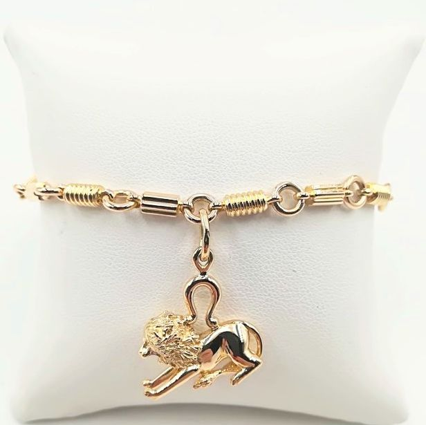 Bracelet in 18 kt yellow gold with pendant in lion shape - length of bracelet 19 cm height of pendant 2 x 1 cm weight 21.44 g
