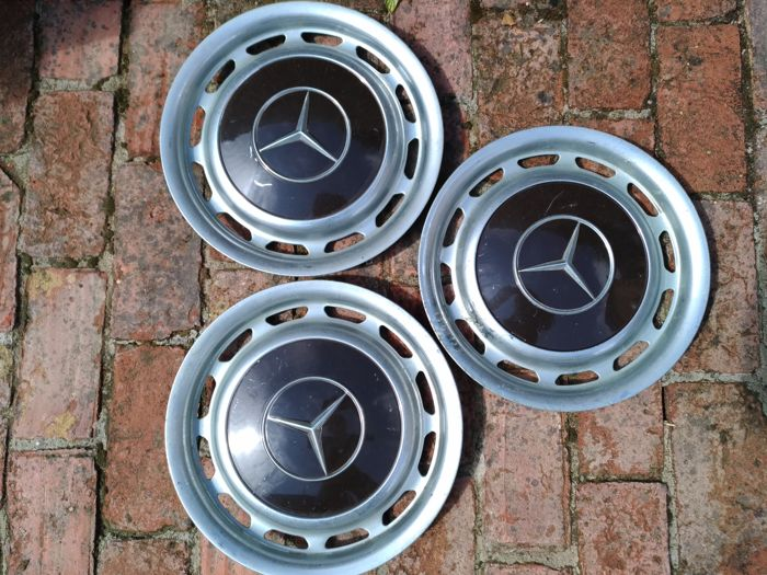 Wieldoppen 3 Mercedes wheel covers 1960 1970